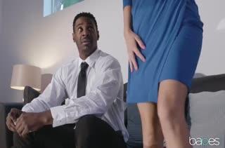 Стройной Tara Ashley нравятся черные пенисы