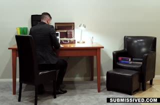 Мужик наказывает Brenna Sparks очень грубым сексом