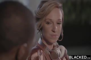 Жопастая Jada Stevens порезвилась с чернокожим