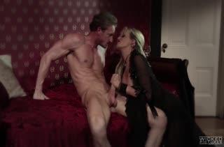 Страстное порно Stormy Daniels в эротичном прикиде