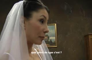 Здоровяк муж трахает свою сочную женушку после свадьбы