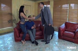 Муженек предложил партнеру трахнуть его жену на пару