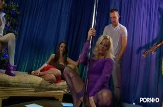 Три секси подружки пригласили на оргию мужика