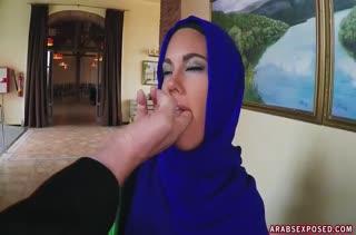 Развратная мусульманка осмелилась на порно в офисе