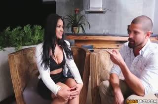 Латинка легко согласилась на порно в первый день знакомства