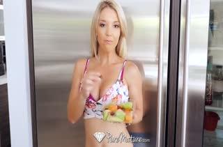 Нежное романтическое порно с обольстительной Laura Bentley