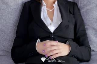 Savannah Fyre снимает стресс массажем и сексом