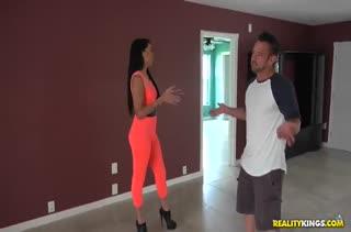 Зажал красивую Jade Dylan и проткнул ее киску членом