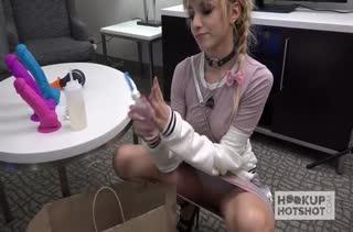 Симпатичная Hime Marie сделала минет и дала в попку