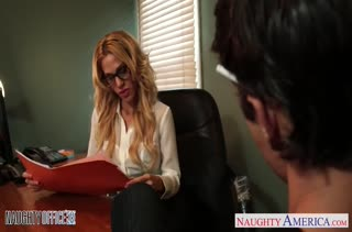 Блондинистой Sarah Jessie глубоко засаживают хер в дырку