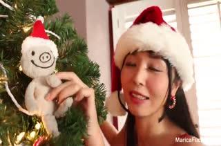 Азиатка Marika Hase порадовала себя новогодним оргазмом