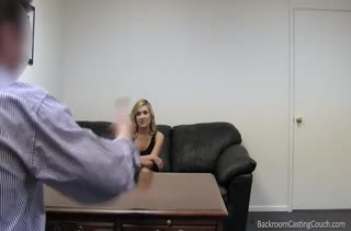 Симпотная блондинка устроилась на работу через перепихон