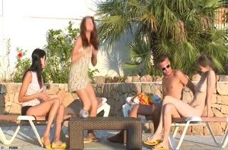 Три русские нимфы устроили групповое порно с мужиком