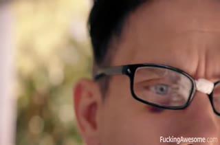 Рыжеволосую Aidra Fox жестко трахнул очкарик