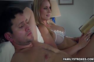 Alyce Anderson не смогла уснуть и завела мужа на порно